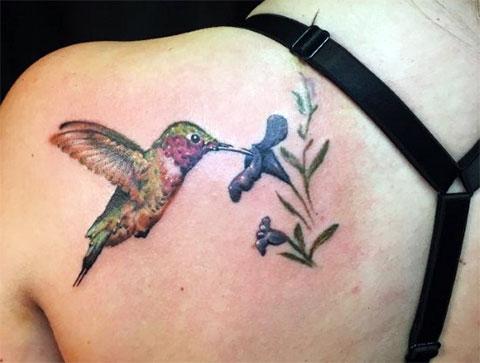 Тату колибри с цветком - фото
