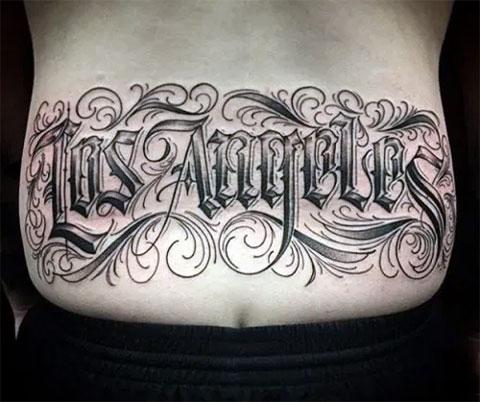 Тату надписи на спине