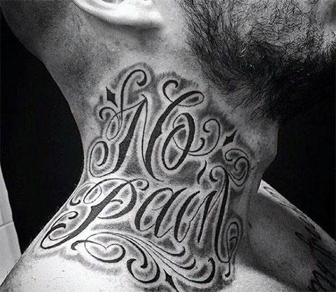 Тату с надписями на шее
