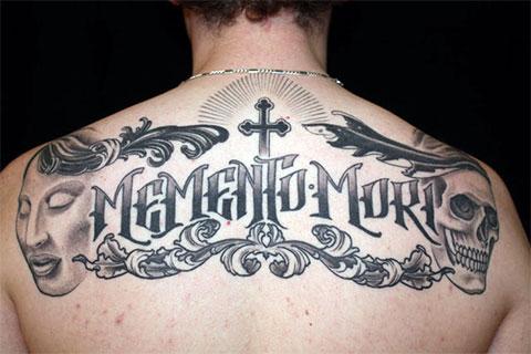 Тату надписи на спине для мужчин