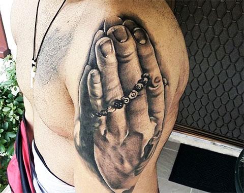 Татуировка на плече у мужчины - фото