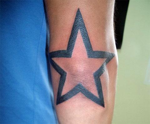 Татуировка звезда на локте