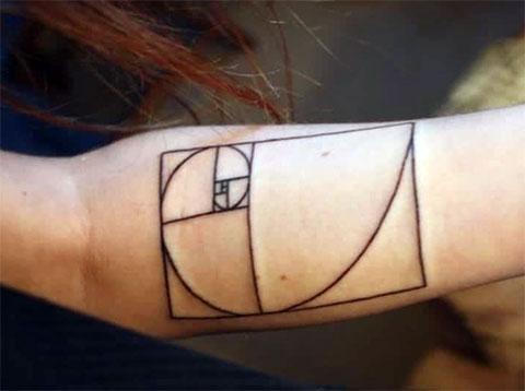 Татуировка символ на руке - фото