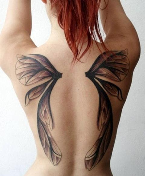 Тату с крыльями на спине у девушки