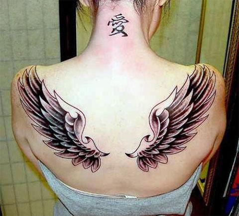 Тату крылья ангела на спине девушки