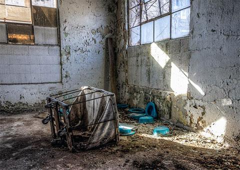 В больничном отсеке заброшенной тюрьмы