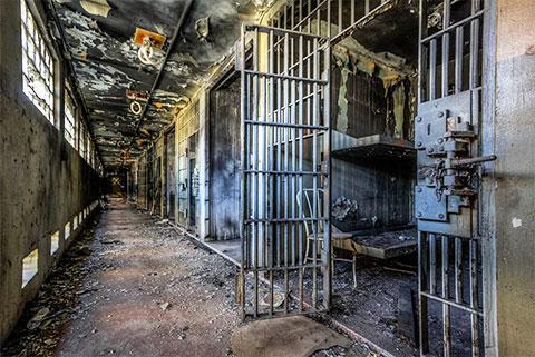 Одиночные камеры, переделанные для содержания двух заключенных