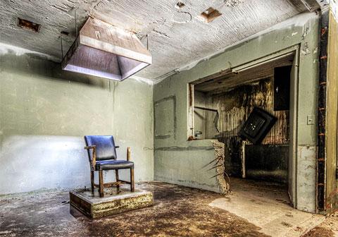 Камера исполнения смертного приговора остается пустой, но выглядит так, как будто она может быть готова к использованию
