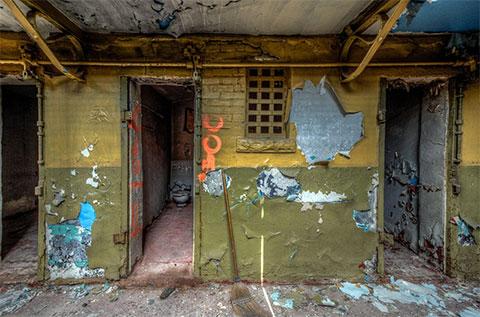 Туалеты тюрьмы сохранили свой вид с момента закрытия