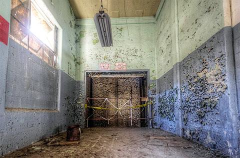 Коридор производственного цеха тюрьмы в Теннесси