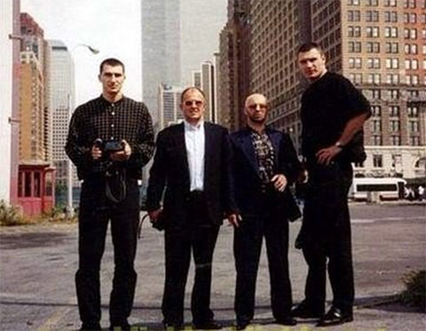 Слева: Владимир Кличко, авторитеты Андрей Боровик, Виктор Рыбалко и Виталий Кличко