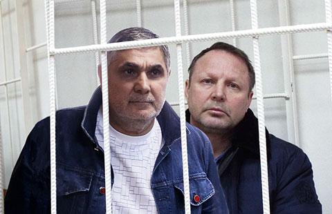 Слева воры в законе: Захарий Калашов (Шакро Молодой) и Юрий Пичугин (Пичуга)