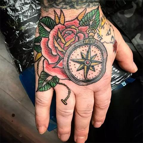Тату роза ветров на руке для девушек