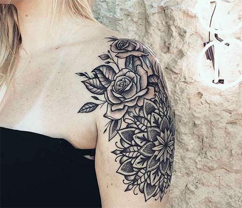 Женская тату на плече