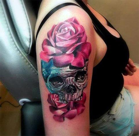 Татуировка на плече у девушки