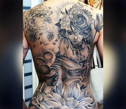 Женская тату на спине