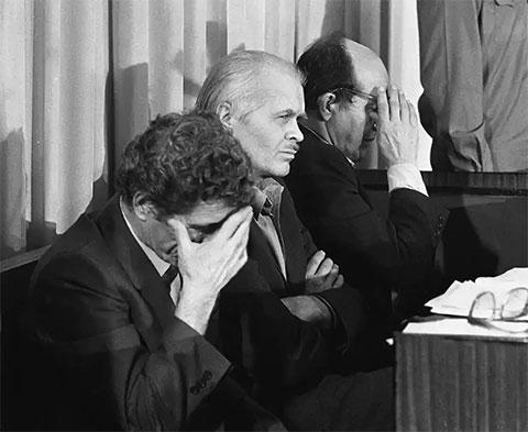 Слева: Виктор Брюханов, Анатолий Дятлов и Николай Фомин во время вынесения приговора