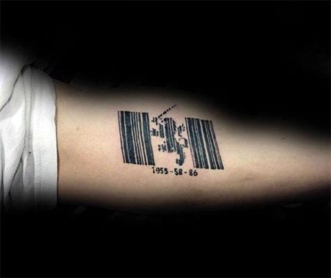 Татуировка в стиле штрих код