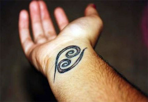Тату знак зодиака рак на руке для мужчин