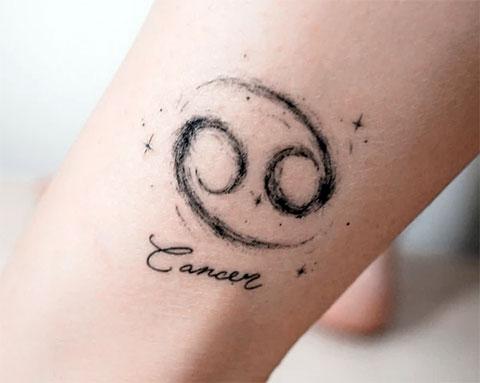 Тату знак зодиака рак для девушки на ноге - фото