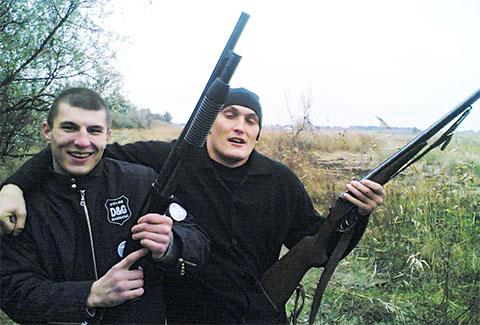 Слева члены банды Цапка: Сергей Карпенко (Рис-младший), Владимир Алексеев (Вова Беспредел)
