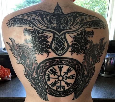 Кельтские тату на спине