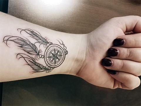 Татуировка для женщин на запястье - фото