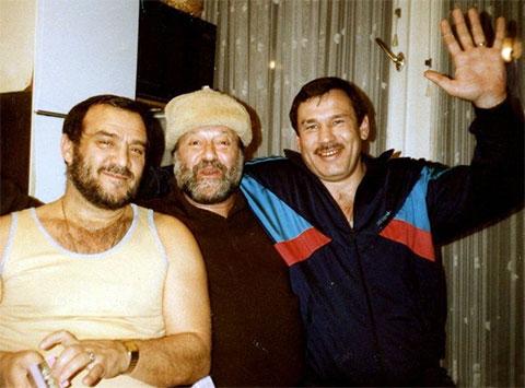 Слева: авторитет Ефим Ласкин, шансонье Михаил Гулько и боксер Олег Коротаев