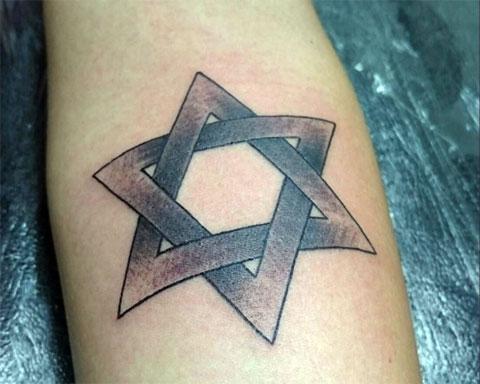 Тату звезда Давида на руке