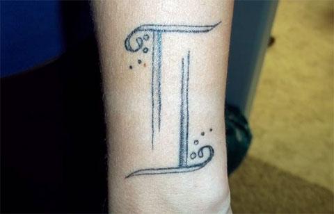 Тату знак зодиака близнецы на руке