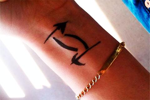 Татуировка в виде знака близнецы
