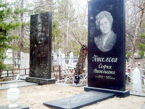 Могила Виктора Киселева и его матери Софьи