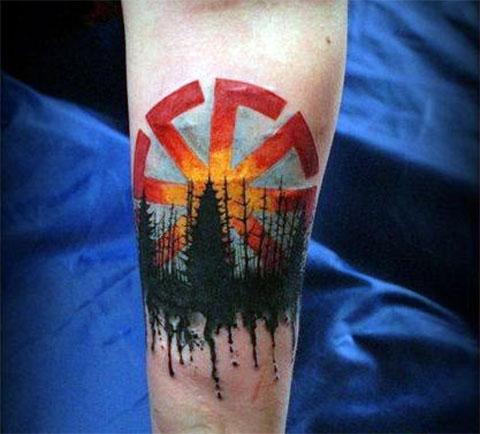 Татуировка коловрат на руке