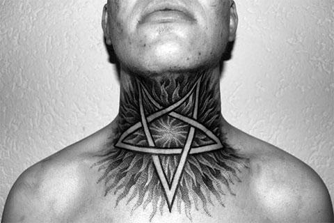 Тату пентаграмма на шее