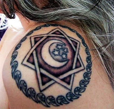 Татуировка в виде пентаграммы