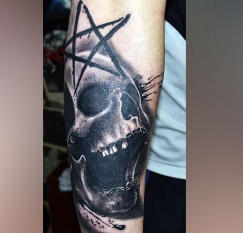 Татуировка с пентаграммой
