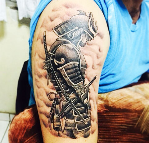Татуировка самурай на плече