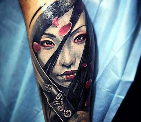 Тату девушка-самурай с мечом