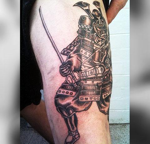 Тату самурай на ноге