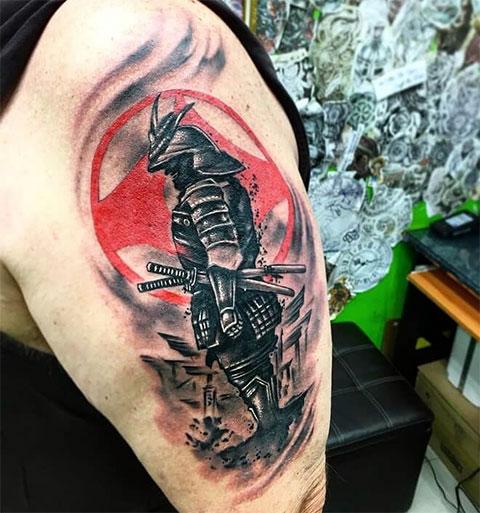 Тату самурай на плече