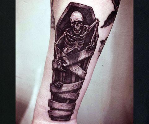Тату скелет на предплечье