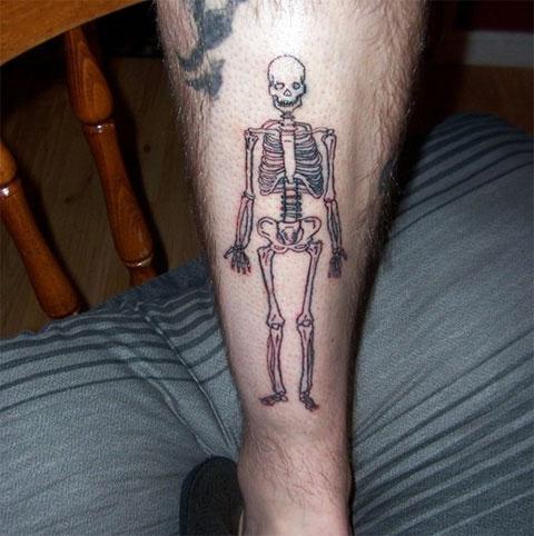 Тату скелет на ноге