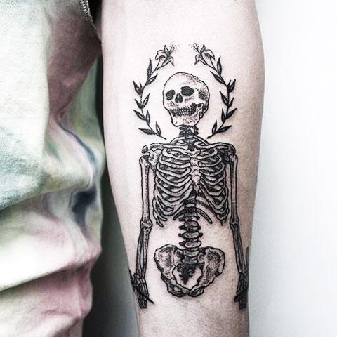 Тату скелет на руке - фото