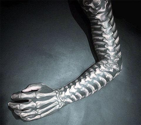 Тату-рукав кисть скелета