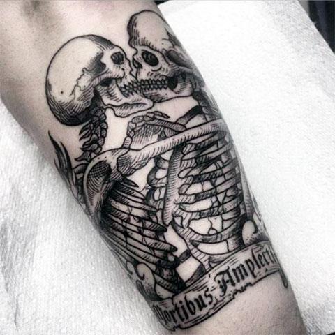 Тату влюбленные скелеты