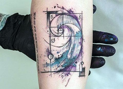 Татуировка спираль в геометрии