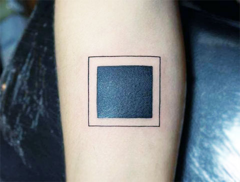 Тату черный квадрат