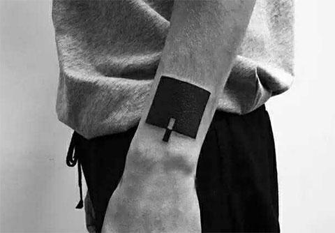 Татуировка с квадратом