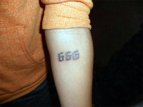 Фото с татуировкой 666