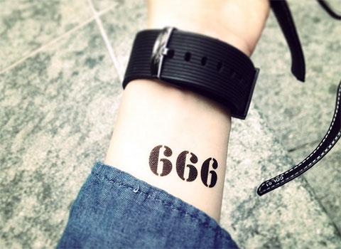 Татуировка с цифрами 666